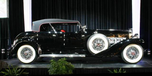 First American car with four-wheel hydraulic brakes
