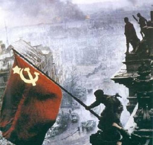 BERLÍN CAPITULA ANTE LA URSS