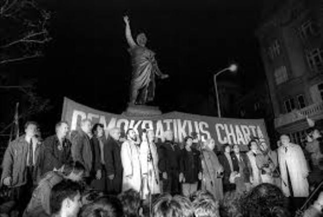 Megjelenik a Demokratikus Charta