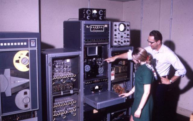"""Первый сервер """"ARPANET"""" (Honeywell DP-516)"""