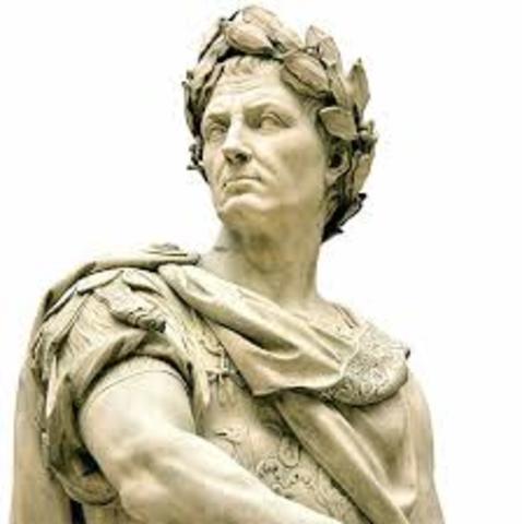 Julio César llega al poder.