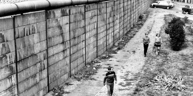 Berlinmuren ble satt opp
