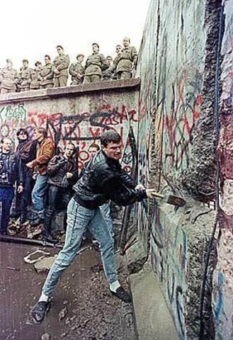 Berlinmuren ble revet