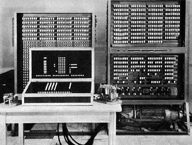 Первый программно-управляемый компьютер