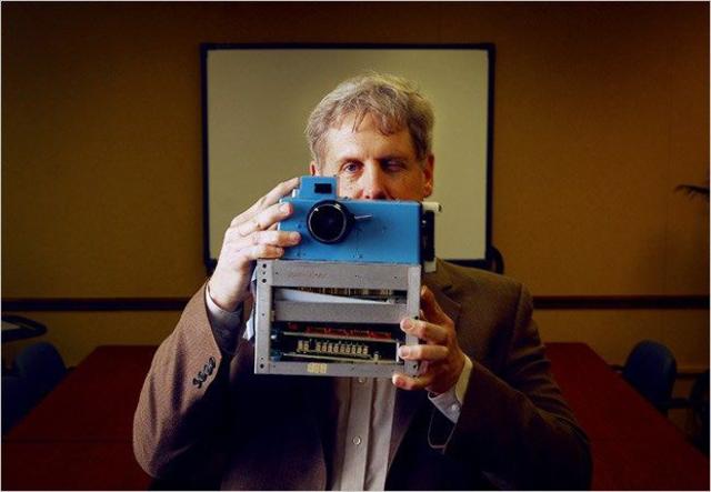 Apareix la primera càmera digital