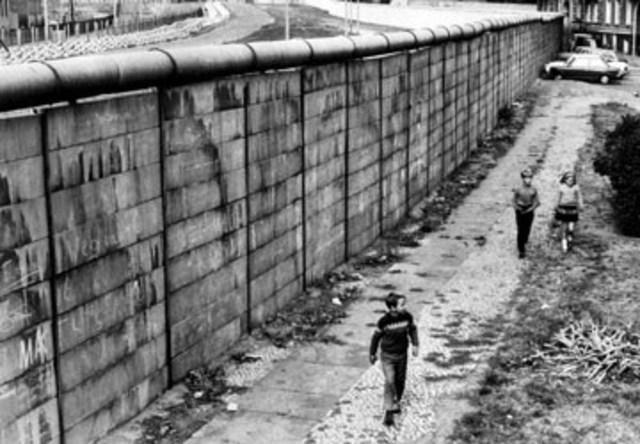 Berlinmuren bygd