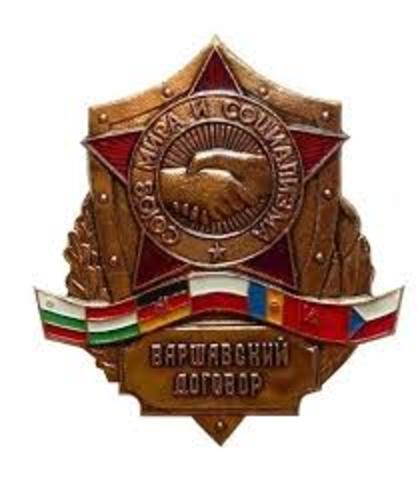 Warszawapakten ble opprettet.