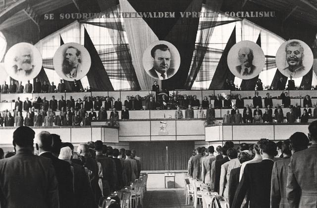Kommunistene tar makten i Tsjekkoslovakia