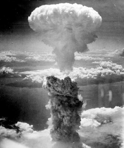 USA slipper atombomber over Japan (Hiroshima)
