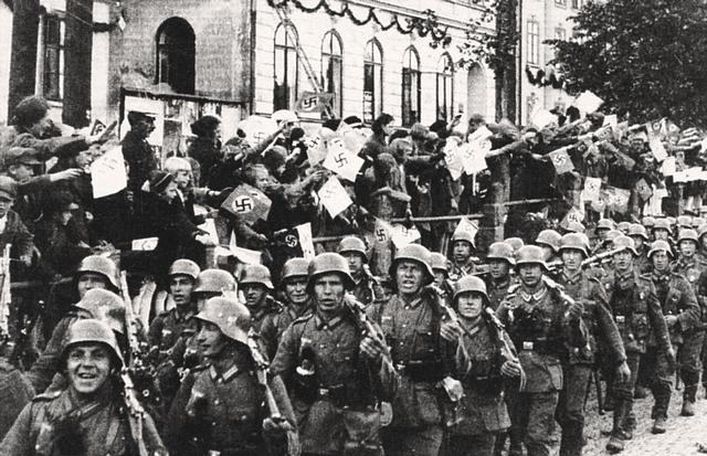 Kommunistene tok makten i Tsjekkoslovakia.