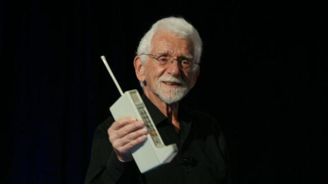 Motorola Introduces the Cellular Phone