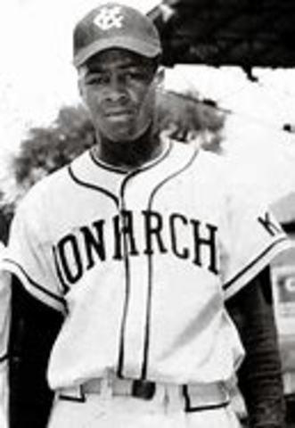 Began his profesional baseball career.