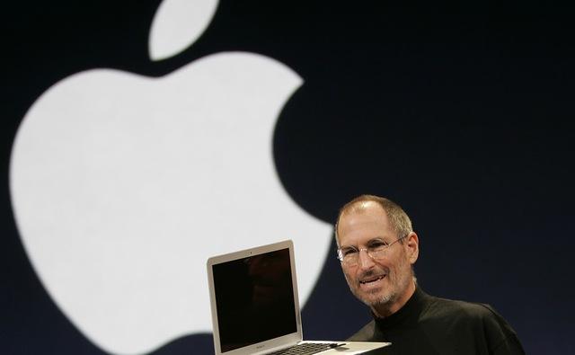 """Steve Jobs dejó la dirección de """"su"""" compañía"""