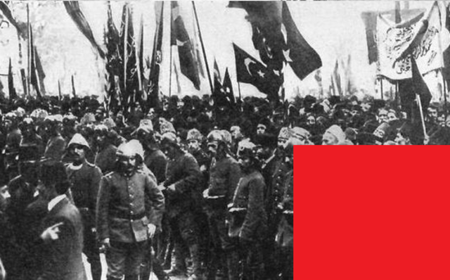El Imperio Otomano, que había cerrado el acceso a los estrechos, aislando a Rusia, entra en guerra del lado de los imperios centrales (alemán y austrohúngaro).