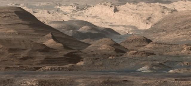 Curiosity distant view of Mount Sharp