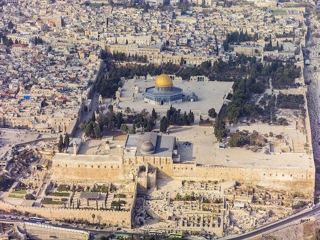 Ariel Sharon visits Jerusalem site