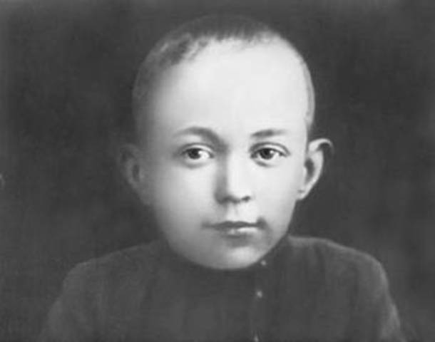 Михаилу Шолохову - 7 лет (фото)