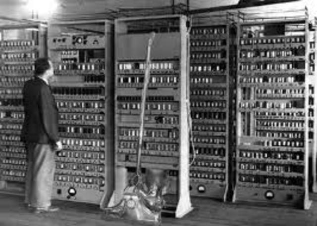 La primera computadora con almacenamiento de memoria.