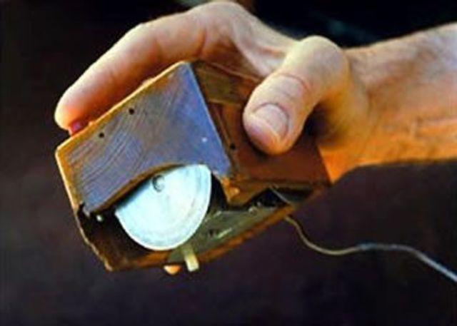 El primer prototipo de mouse, creado por Douglas Engelbart.