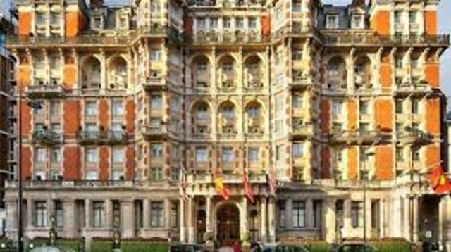 Primer hotel de lujo