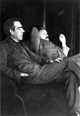 Niels Bohr (1885−1962) Danés