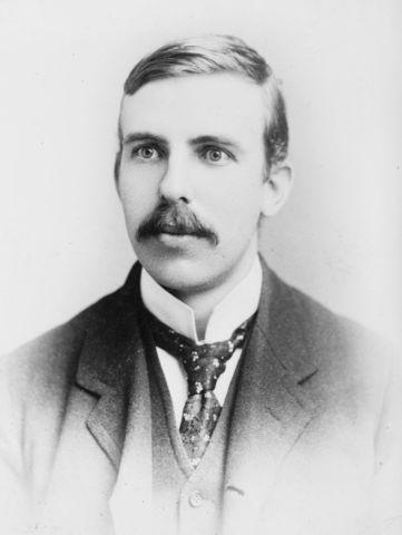 Ernest Rutherford. Deduccion de la existencia de un núcleo atómico cargado positivamente