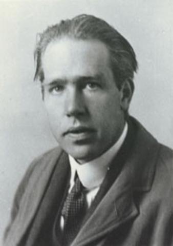 Niels Bohr. Átomo como un núcleo cargado positivamente y rodeado de electrones orbitando.