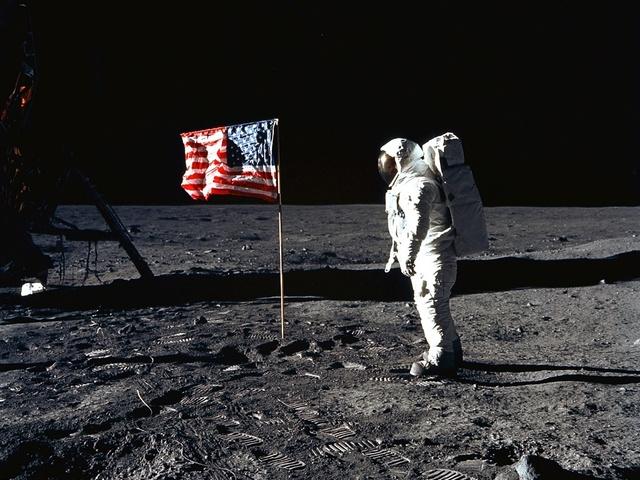 El humano llega a la luna - Neil Armstrong