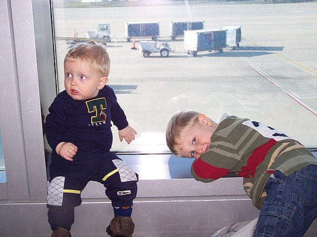 Mom took us on an airplane to Ohio.