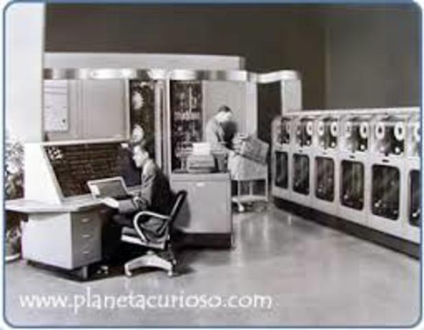 Se construye el primer computador electrónico comercial