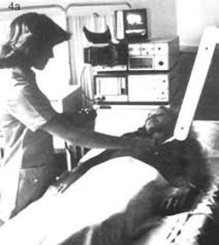 Se usa el ultrasonido por primera vez en aplicaciones médicas.