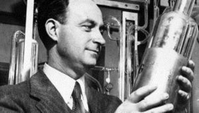 Comienza a operar el primer reactor nuclear