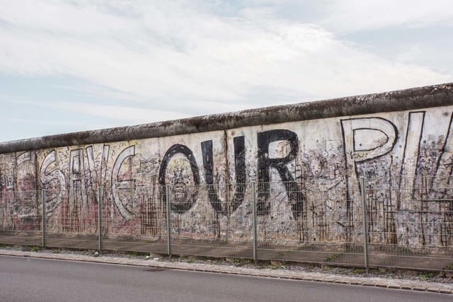 Berlinmuren rives