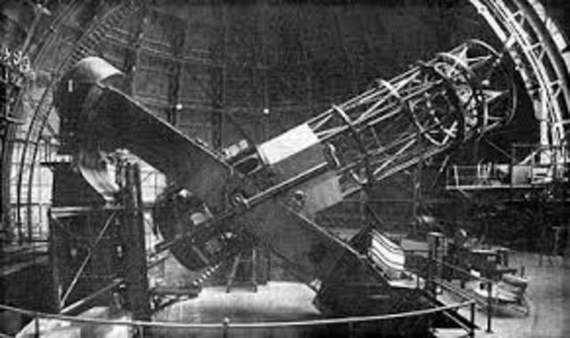 El telescopio del Monte Wilson comienza sus operaciones.