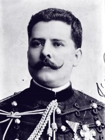 Félix Díaz se rebela en Veracruz contra el gobierno de Madero.