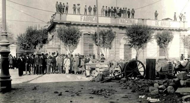 Estalla una revuelta contra Madero, en la ciudad de México, encabezada por Bernardo Reyes, Félix Díaz y Manuel Mondragón, conocida como la Decena Trágica.