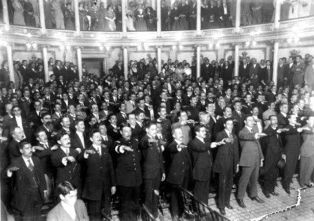 Por un acuerdo entre las fuerzas revolucionarias, se reanudan las sesiones de la Convención en la ciudad de Aguascalientes.