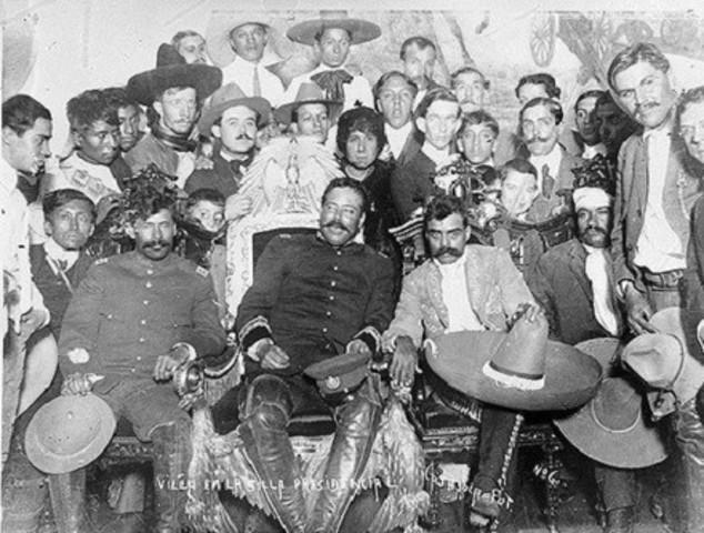 Villa y Zapata ocupan la ciudad de México y desfilan con 50 mil hombres por las principales calles. Su primer encuentro fue dos días antes en Xochimilco.