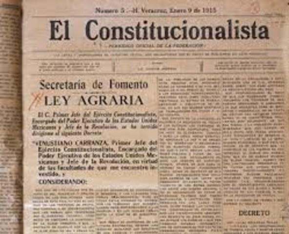 Desde Veracruz, Venustiano Carranza expide su ley agraria.