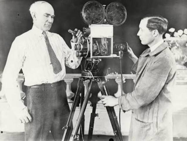 Invención del cine por los hermanos Lumière.