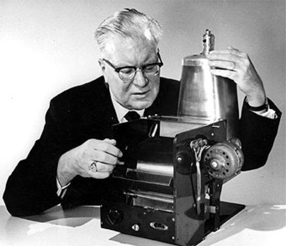 Se inventa la fotocopiadora.
