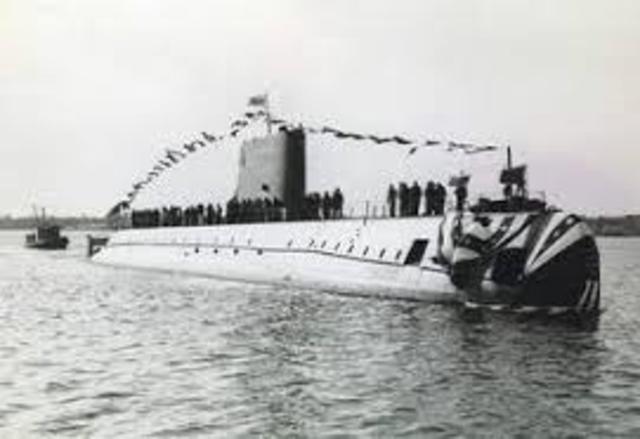 El Nautilus navega bajo el Polo Norte
