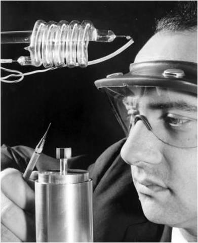 Primeros laser y robots industriales