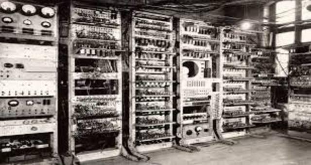 Inicia la primera generación de computadoras