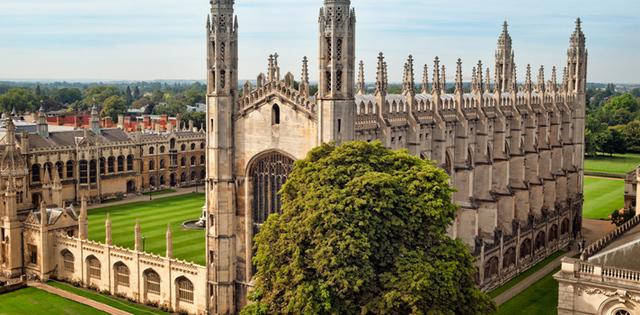 Gilbert estudia en Cambridge