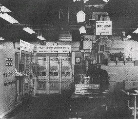 Creacion de las primeras maquinas de control numerico