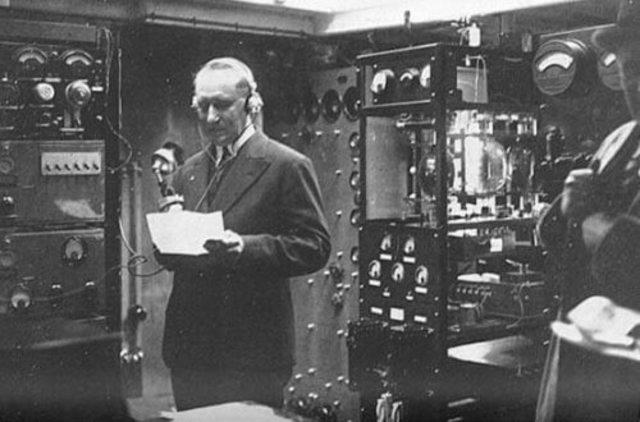 La primera emisión radiofónica