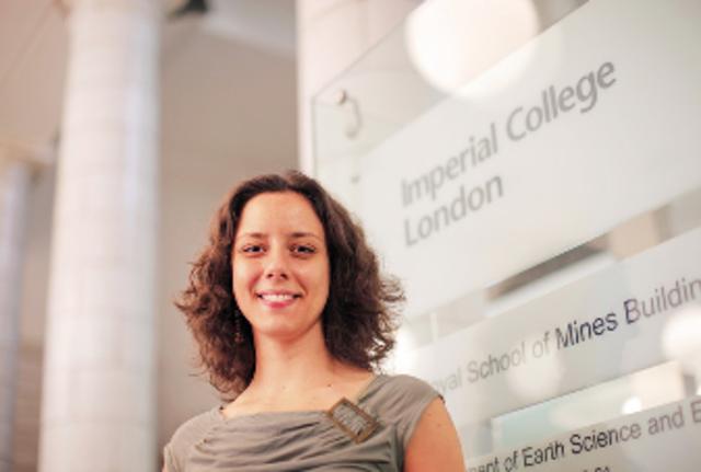 2007 a 2009 - Investigadora Associada de Pós-Doutoramento no Imperial College London (Reino Unido)