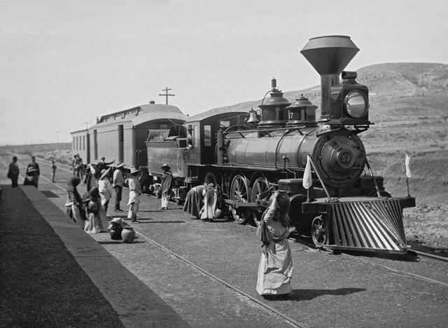 - Ferrocarriles nacionales de México.