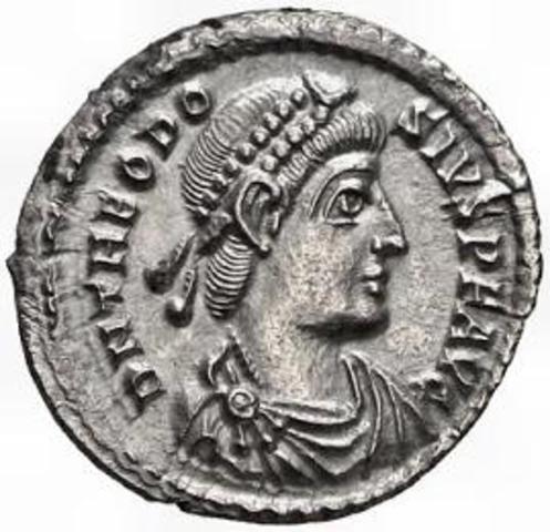 Teodosio I asciende al trono